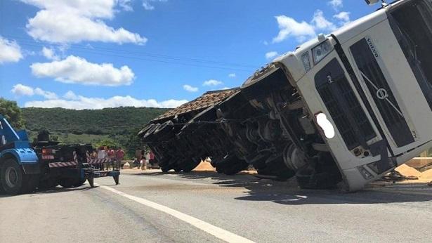 Seabra: Caminhoneiro embriagado provoca acidente na BR-242 - seabra, noticias, transito