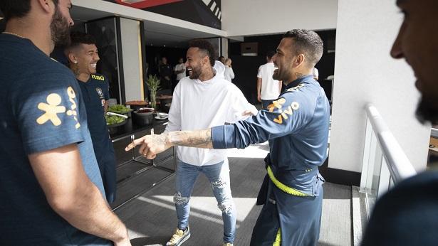 Neymar visita a concentração da Seleção Brasileira - celebridade, esporte