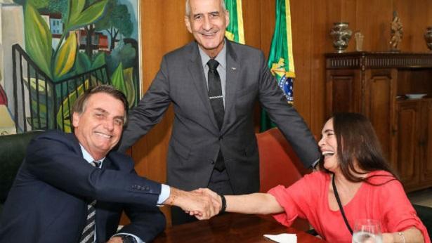 Regina Duarte acerta distrato com a Globo - politica