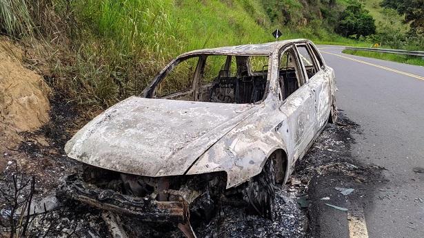 Carro tomado de assalto em Amargosa é incendiado em Elísio Medrado - noticias, elizio-medrado, destaque