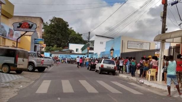 SAJ: Após mais de 15 dias na fila pais e responsáveis realizam matriculas na ELEM - saj, noticias, destaque