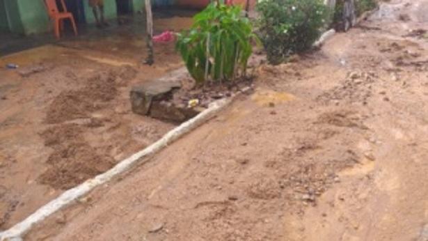 Amargosa: Lama invade casas em Corta Mão - noticias, amargosa