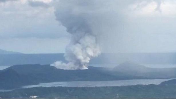Vulcão nas Filipinas: Milhares de pessoas são retiradas do local - mundo