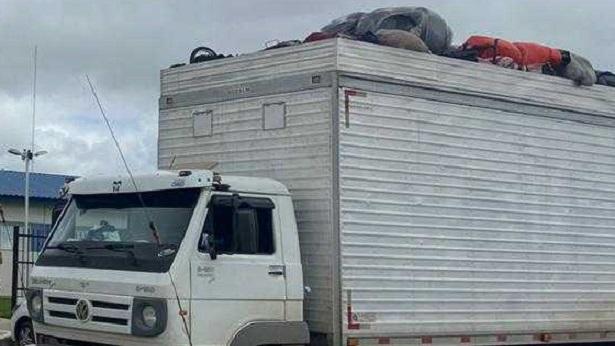 Serrinha: Caminhão baú com 32 pessoas é apreendido pela PM - serrinha, noticias, bahia