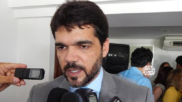 SAJ: Conselho será criado para auxiliar na decisão da reabertura do comércio, diz prefeito - saj, noticias, destaque