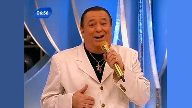Raul Gil é internado após sofrer acidente doméstico - celebridade