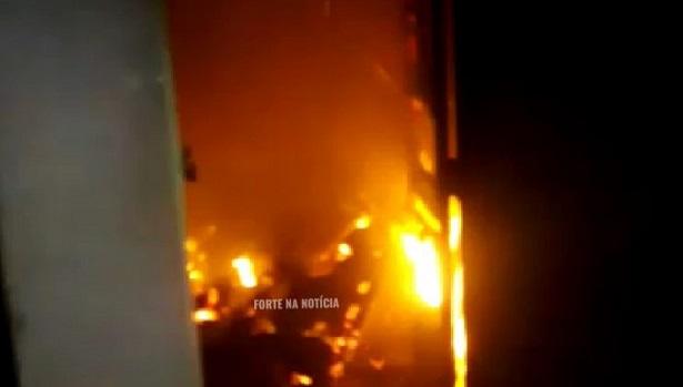 Cruz das Almas: Incêndio atinge residência no bairro da Tabela - cruz-das-almas