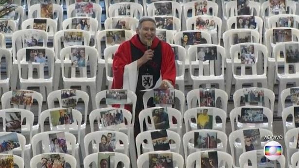 Padre Marcelo celebra missa com fotos de profissionais de saúde em cadeiras vazias - noticias, brasil