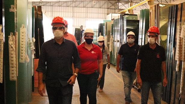 SAJ: Vigilância Sanitária realiza vistoria de prevenção à Covid-19 em indústrias - saj