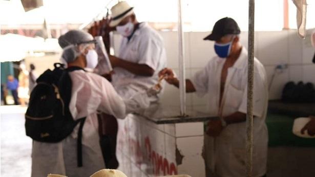 SAJ: Prefeitura realiza mais uma ação de conscientização e distribuição de kits de proteção na Feira Livre - saj