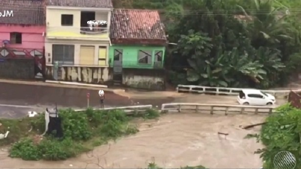 Maragogipe: Ruas ficam alagadas após rio transbordar - maragojipe, destaque