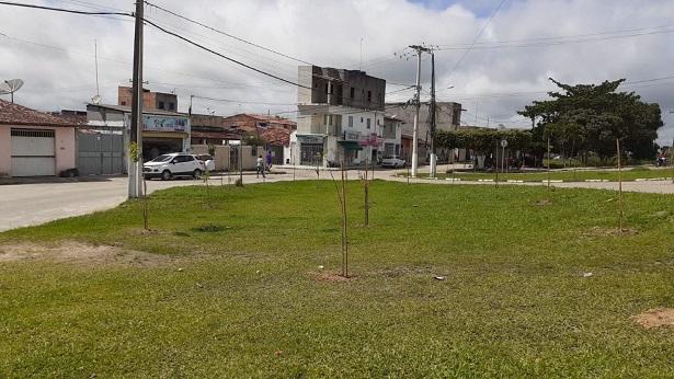 SAJ: Prefeitura realiza plantio de mudas na entrada da Urbis III e entorno da UPA 24h - saj, noticias, bahia