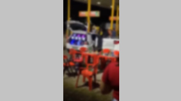 Vera Cruz: Inauguração de hamburgueria causa aglomeração com som de paredão - itaparica, bahia