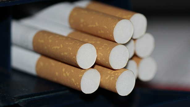 Barreiras: PRF-BA apreende 40 mil cigarros contrabandeados, além de celulares e roupas - policia, barreiras, bahia