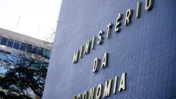 Equipe econômica pede que Bolsonaro vete prorrogação de entrega de IR - economia