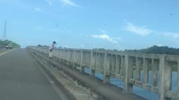 Tenente fala sobre resgate de mulher que tentava se jogar da Ponte do Funil - saj, noticias, destaque