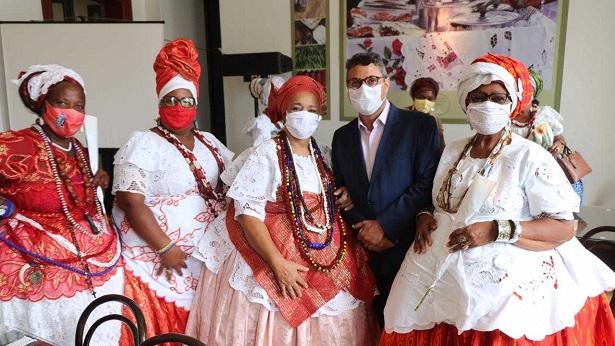 Baianas do acarajé são homenageadas com lançamento do Prêmio Tabuleiro da Baiana - noticias, bahia
