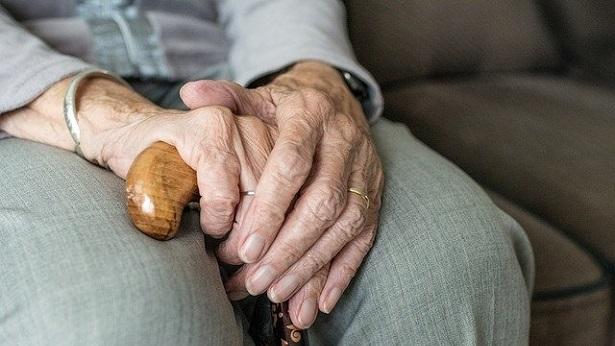 Servidores inativos e pensionistas nascidos até maio têm recadastramento suspenso - economia