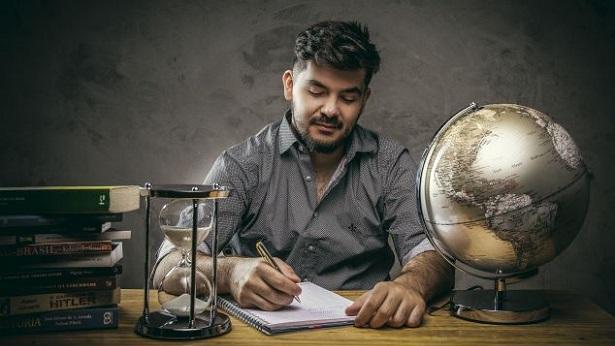 """Nota do Enem é uma """"coringa"""" para estudantes que sonham cursar uma universidade, diz professor - educacao, brasil"""