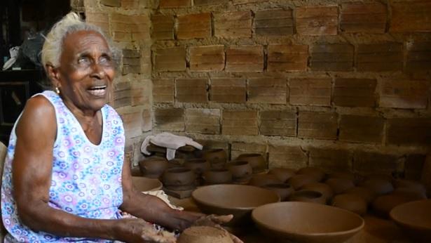 Maragogipe: Ceramista e sambista, Cadu, recebe da UFRB título de doutora honoris causa - maragojipe, educacao, bahia