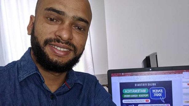 Professor Rodrigo Ribeiro orienta e tranquiliza estudantes para a prova de Matemática do ENEM - educacao