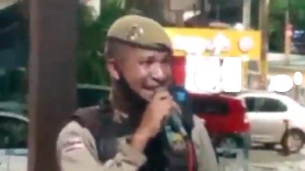 Policial natural de Nazaré viraliza nas redes sociais após ser filmado cantando em bar - nazare, destaque, bahia