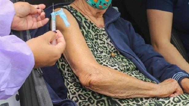 SAJ: 104 idosos a partir de 90 anos receberam 2ª dose de vacina contra a Covid nesta segunda - saj, destaque