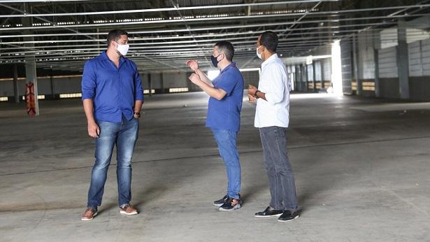 SAJ: Prefeito visita instalações da indústria calçadista DASS; currículos já podem ser enviados - saj, destaque