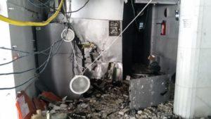 Dias D'Ávila: Supermercado fica destruído após tentativa de explosão de caixas eletrônicos - policia, dias-davila, bahia