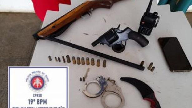 Jaguaquara: Dupla é apreendida com armas, munições e rádio comunicador - policia, jaguaquara, bahia