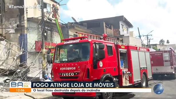 Salvador: Idoso morre após inalar fumaça de incêndio em loja - salvador, bahia, transito