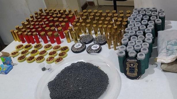 Jiquiriçá: Ação policial apreende munições, espoletas e chumbo em mercado - jiquirica, bahia