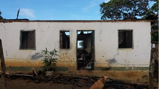 Laje: Família que teve casa queimada necessita de ajuda - laje, destaque