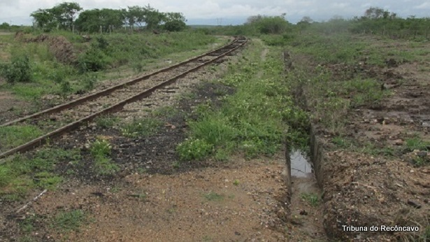 Conceição do Coité: Trem colide com carro no distrito de Salgadália - destaque, coite, bahia