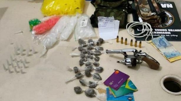 Muritiba: Homens são presos com arma e drogas - policia, muritiba, bahia