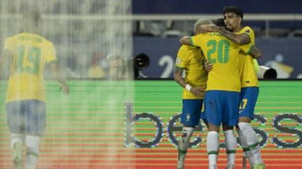 Com polêmica de arbitragem e gol no final, Brasil vence Colômbia por 2 a 1 - esporte