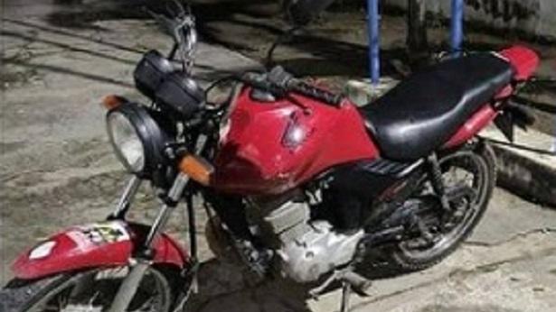 Laje: PM apreende motocicleta e droga no Loteamento Arco-Íris - noticias, laje, destaque