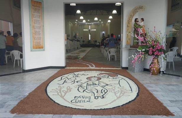 SAJ: Grupos da Paróquia São José confeccionam tapetes para a Solenidade de Corpus Christi - saj, noticias, destaque