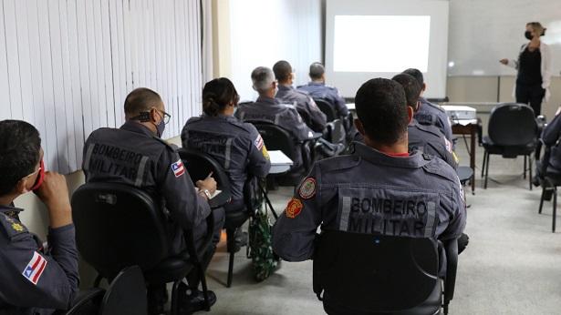 Bombeiros participam de capacitação sobre combate à incêndio - salvador, bahia