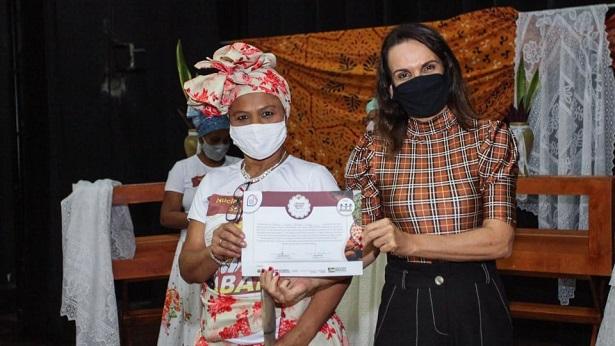 SAJ: Baianas de Acarajé recebem certificado do curso Memórias, Histórias e Acervo - saj, noticias, destaque