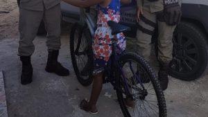 Jequié: Filha de assistida pela Operação Ronda Maria da Penha é presenteada com bicicleta - jequie, bahia