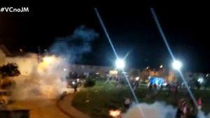 Porto Seguro: Polícia Militar usa bomba de gás para dispersar 'festa paredão' - porto-seguro, policia, noticias, bahia