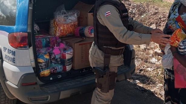 Jequié: PM entrega cobertores e cestas básicas a mulheres assistidas pela Operação Ronda Maria da Penha - jequie, bahia