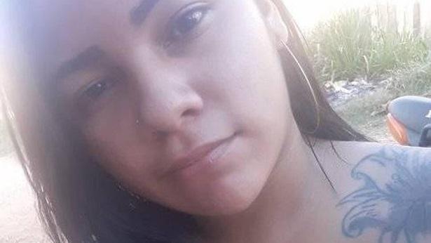 Jovem morre após receber descarga elétrica enquanto usava o celular - transito