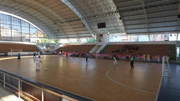 Ginásio de Cajazeiras abre inscrição para aulas gratuitas de futsal - bahia