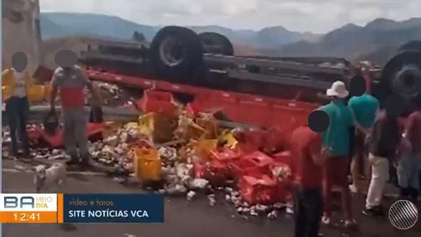 Vitória da Conquista: Homem fica preso às ferragens após caminhão tombar na Serra do Marçal - vitoria-da-conquista, destaque, transito