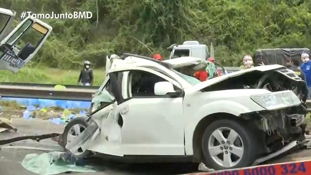 Feira de Santana: Acidente entre caminhões e carro deixa feridos na BR-324 - feira-de-santana, bahia
