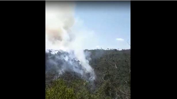 Lençóis: Brigadistas tentam conter chamas de foco de incêndio - lencois, chapada-diamantina, bahia
