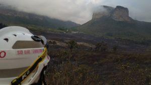 Bombeiros controlam incêndio próximo ao Morro do Pai Inácio - chapada-diamantina, bahia
