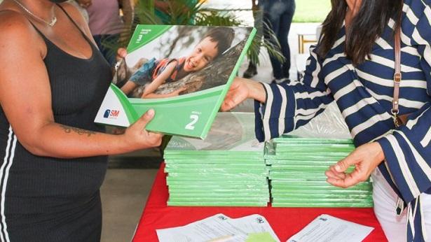 SAJ: Município distribui livros didáticos para crianças da rede municipal de ensino - saj, noticias